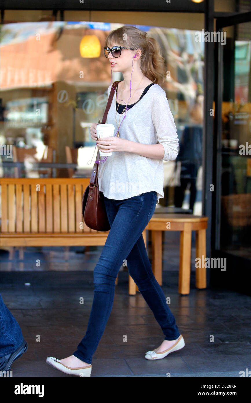 Taylor Swift Gets A Coffee At Starbucks In West Hollywood Los Stock Photo Alamy