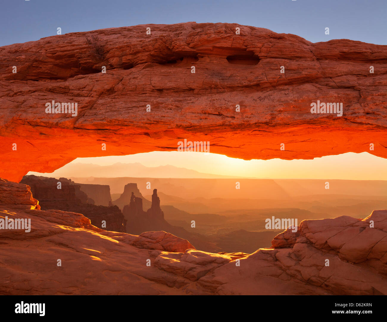 Sunrise over La Sal Mountains, Washer Woman Arch, and Mesa Arch, Island in the Sky, Canyonlands National Park, Utah - Stock Image
