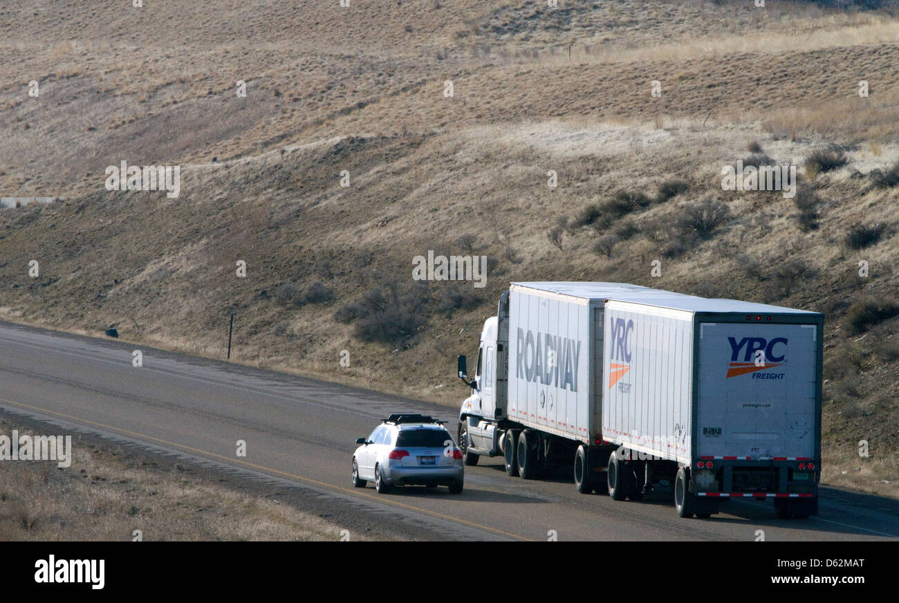 Semi Truck Trailer Stock Photos & Semi Truck Trailer Stock