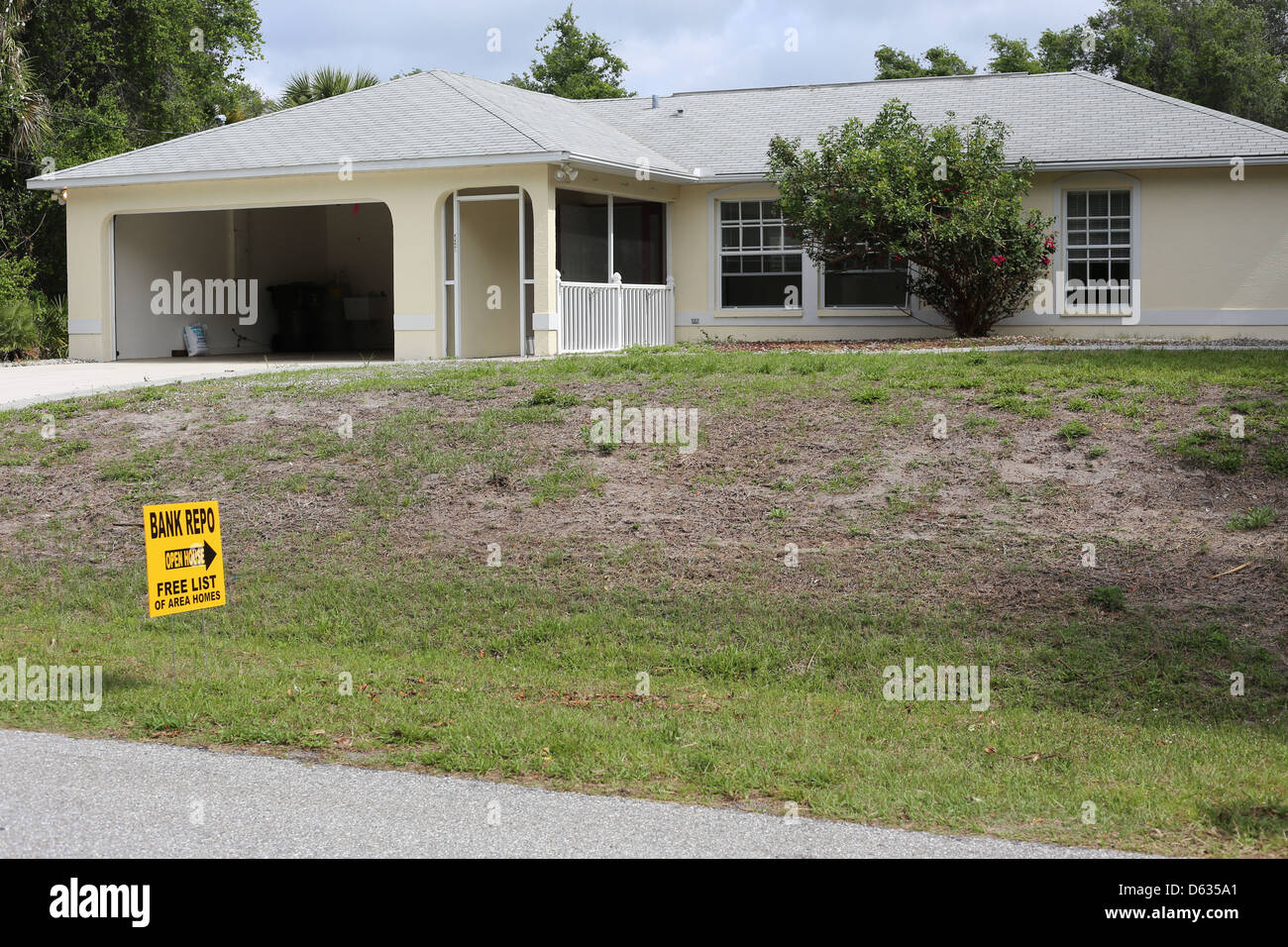 A Repo Repossessed Bank Owned House Home For Sale In Florida In The USA    Stock