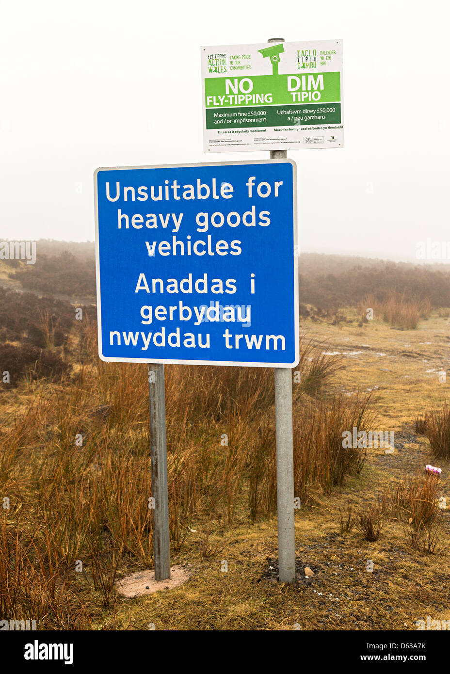 Sign on remote road unsuitable for heavy goods vehicles and no tipping in Welsh and English, Blorenge mountain, - Stock Image