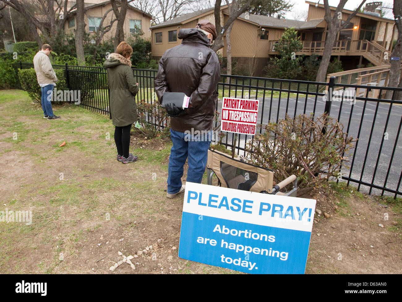 Several volunteers pray outside a South Austin clinic where abortions are performed as part of the pro-life campaign - Stock Image