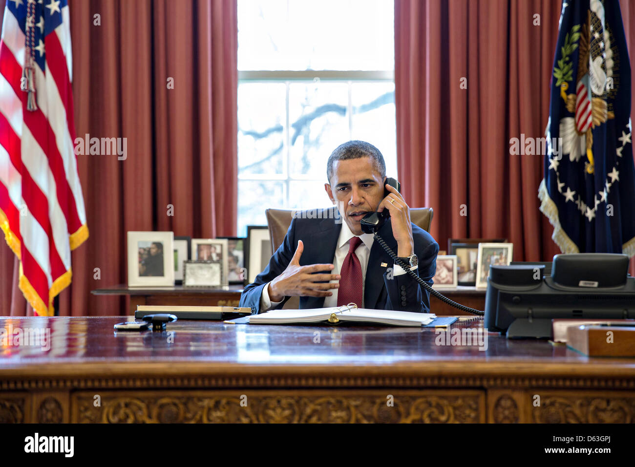 Wahington DC, USA. 11th April 2013. US President Barack Obama talks on the phone with Nicole Hockley and families - Stock Image