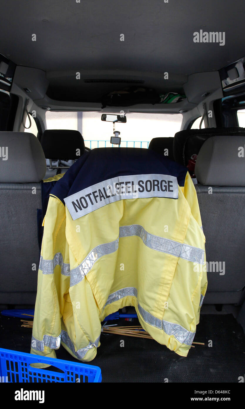 A jacket of an emergency councillor hangs in a car in front of Lindenschule highschool in Memmingen, Germany, 23 - Stock Image