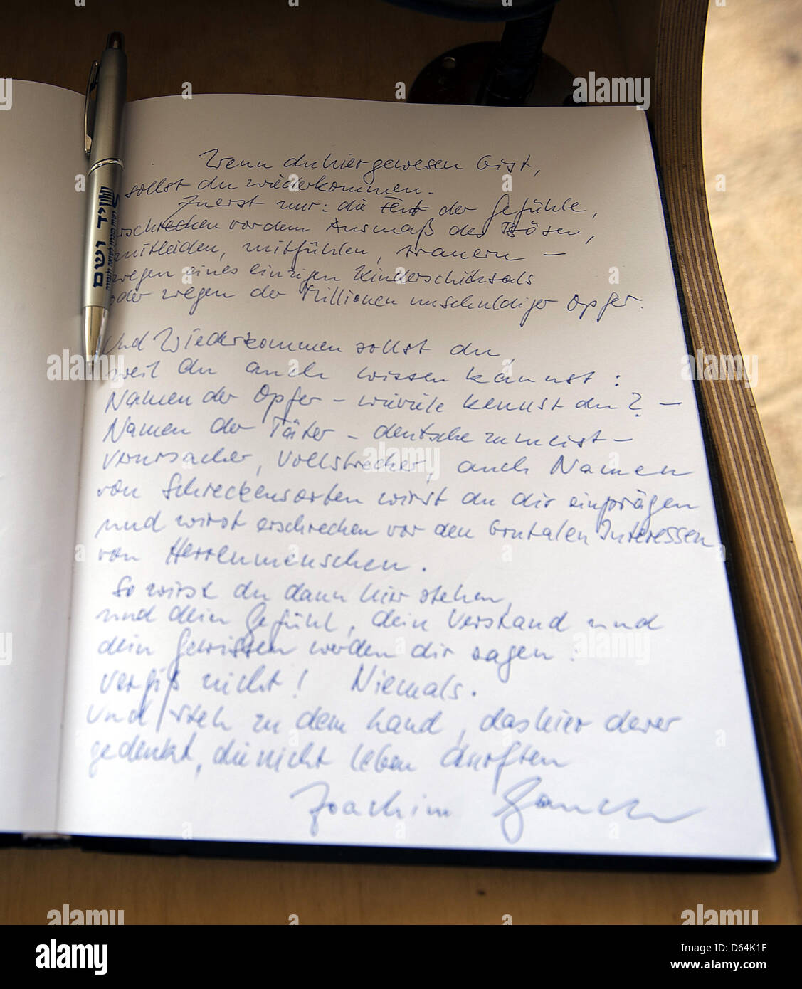 The entry into the guest book at the Yad Vashem memorial by German  President Joachim Gauck is pictured in Jerusalem f267c78758