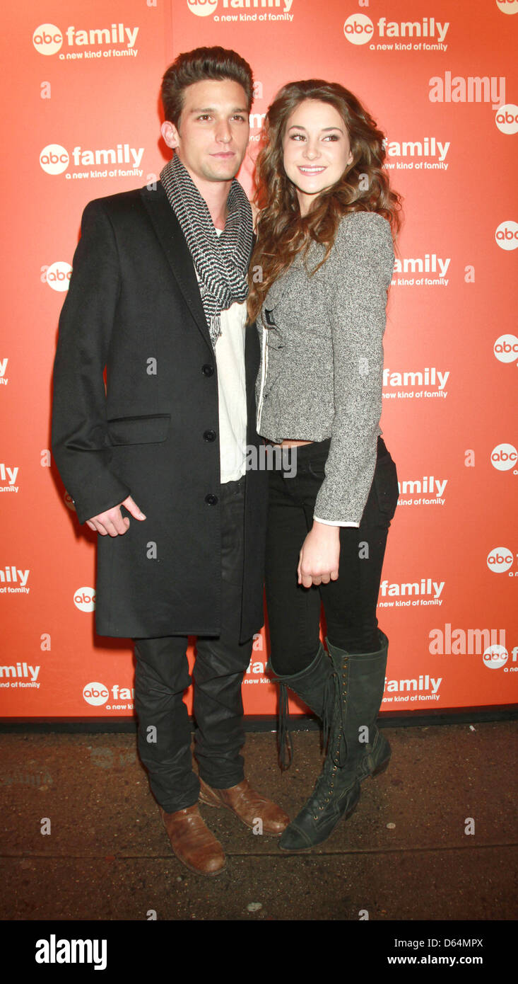Daren Kagasoff And Shailene Woodley High Resolution Stock Photography And Images Alamy She never really got into that with me. https www alamy com stock photo daren kagasoff shailene woodley abc family 2011 upfront party at beauty 55423170 html