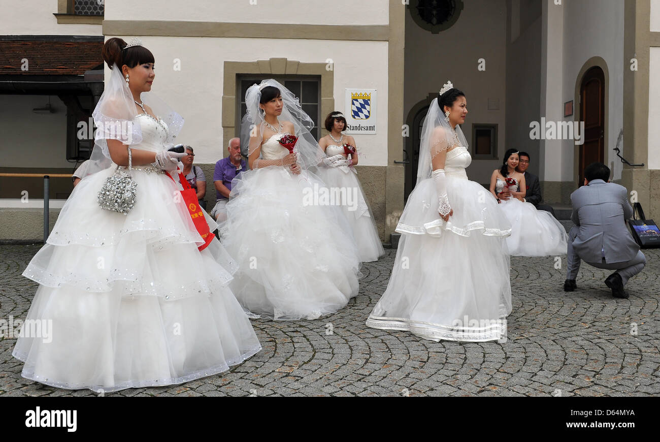 Bridal couples from China stand in front of the civil registry ...