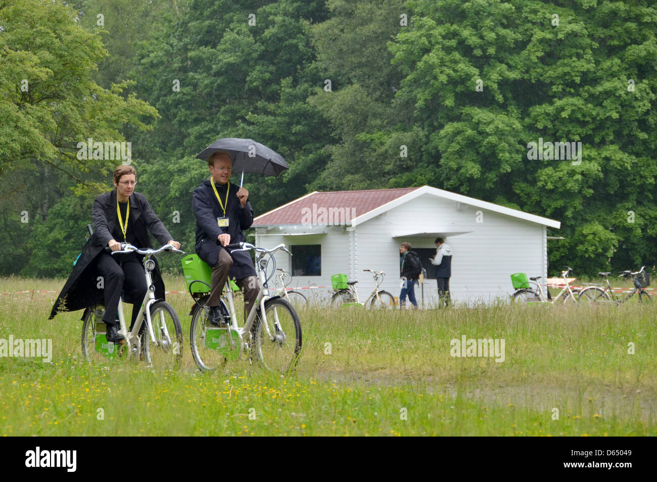 Visitors go past an artists' hut at the documenta art exhibiton in Kassel, Germany, 07 June 2012. - Stock Image