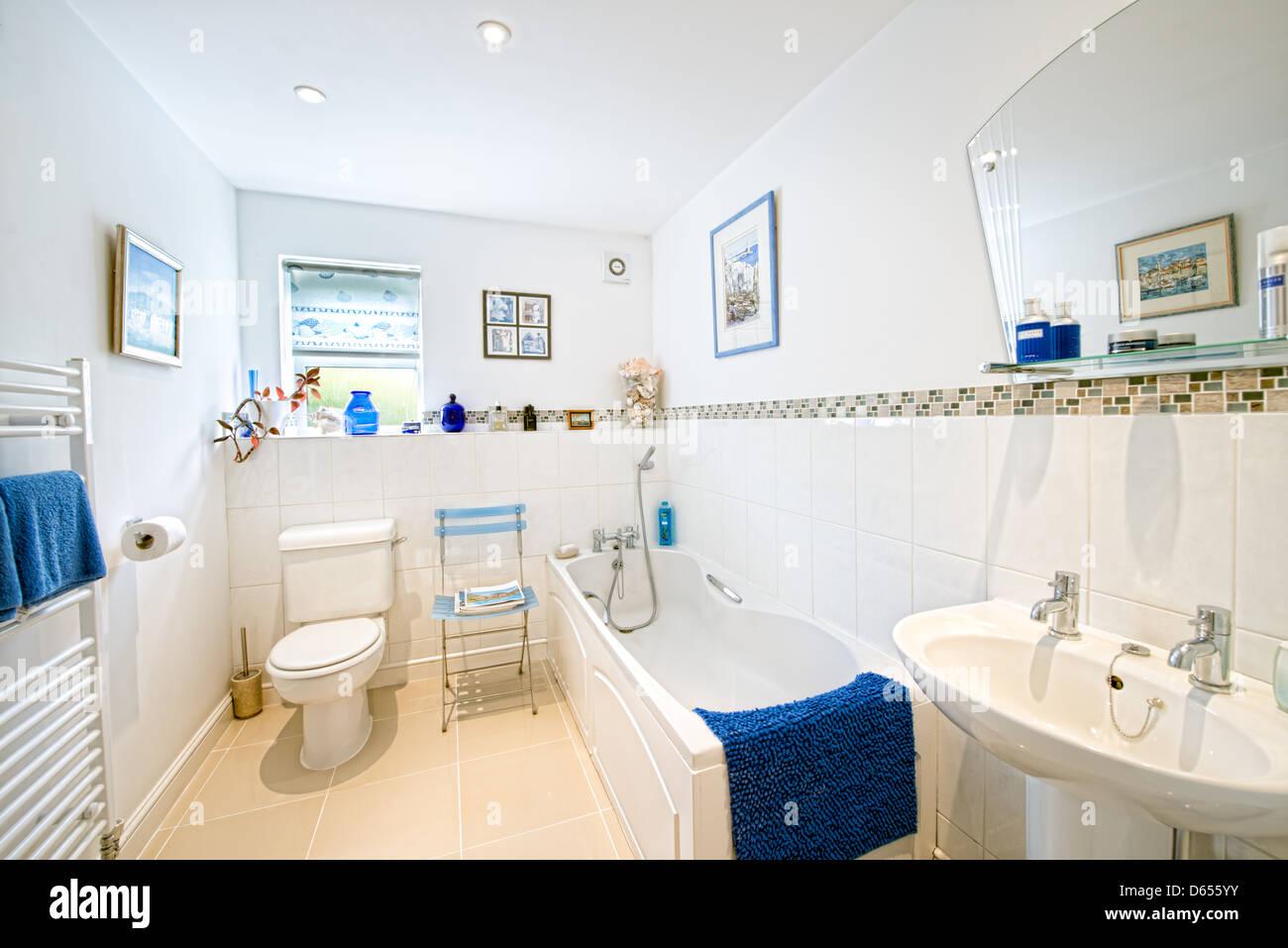 Atypical modern bathroom - Stock Image