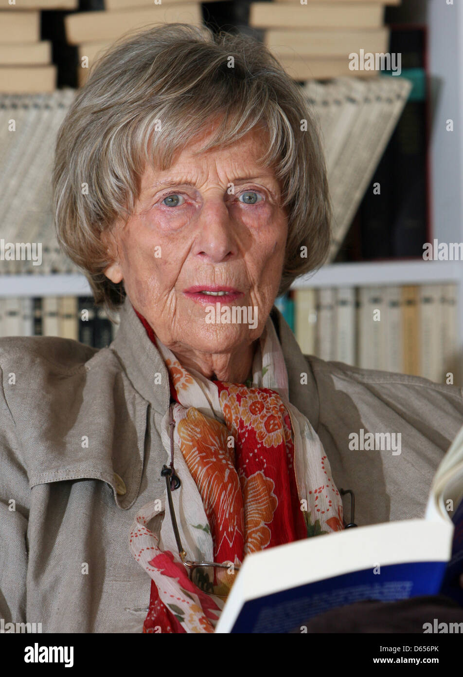 (dpa FILE) - An archive picture, dated 11 July 2007, shows psyochanalyst Margarete Mitscherlich, speaking during - Stock Image