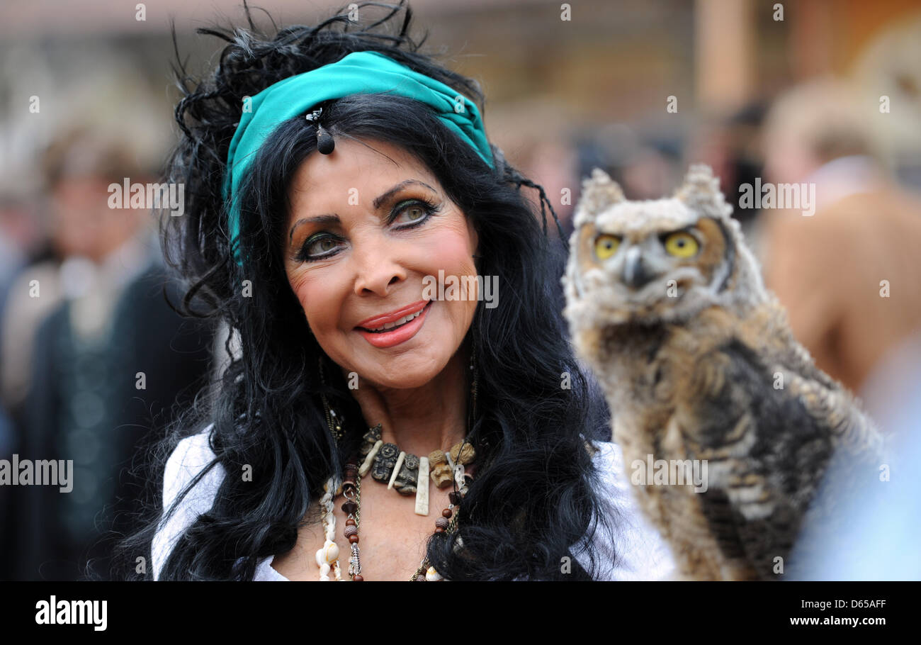 Actress Dunja Rajter poses with a Virginia Owl during a photo rehearsal 'Winnetou II' at the Karl May Festival - Stock Image