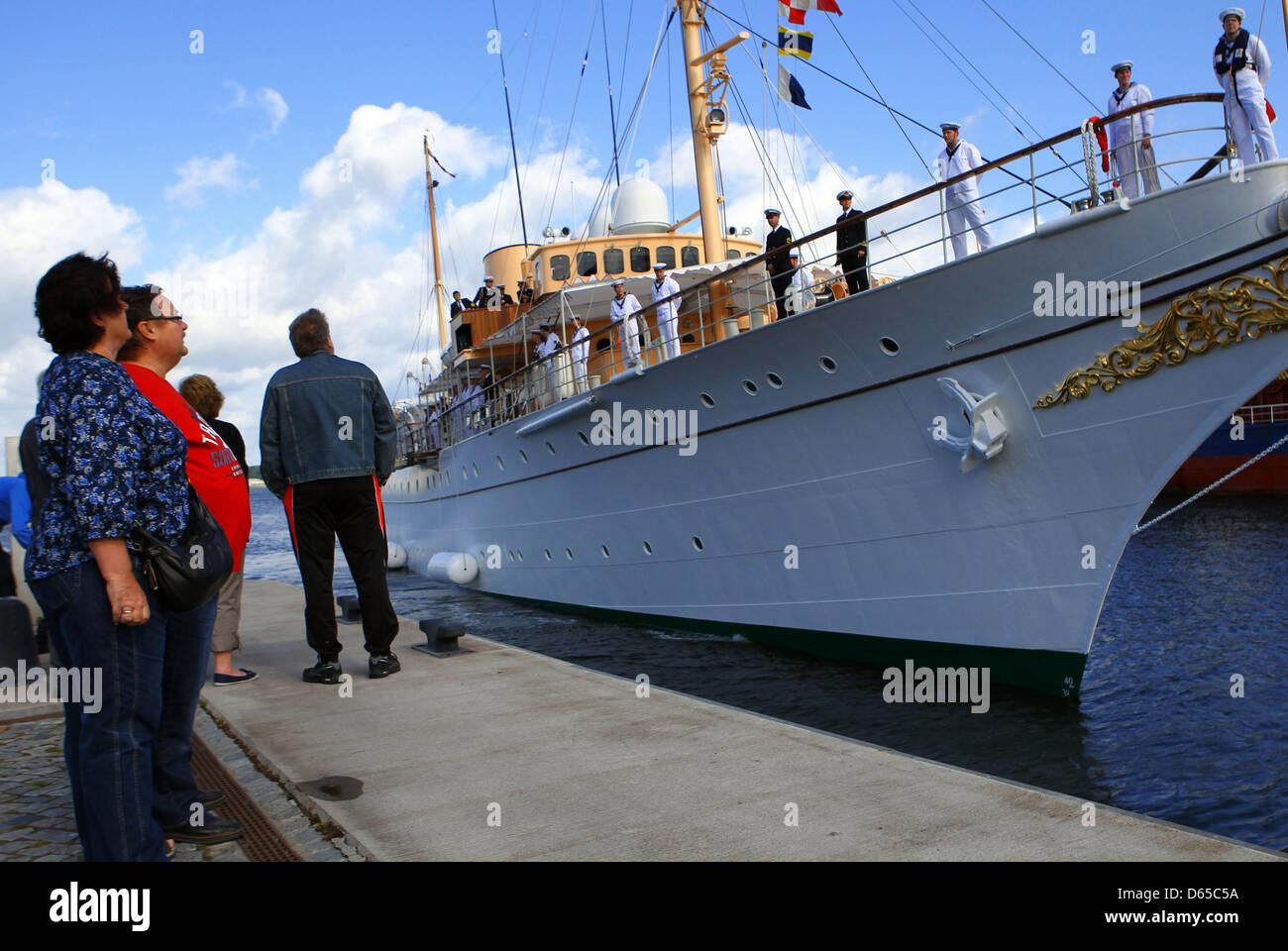 Henrik, Prince Consort of Denmark, arrives on the royal yacht 'Dannebrog' for his visit to Wismar in Wismar, - Stock Image