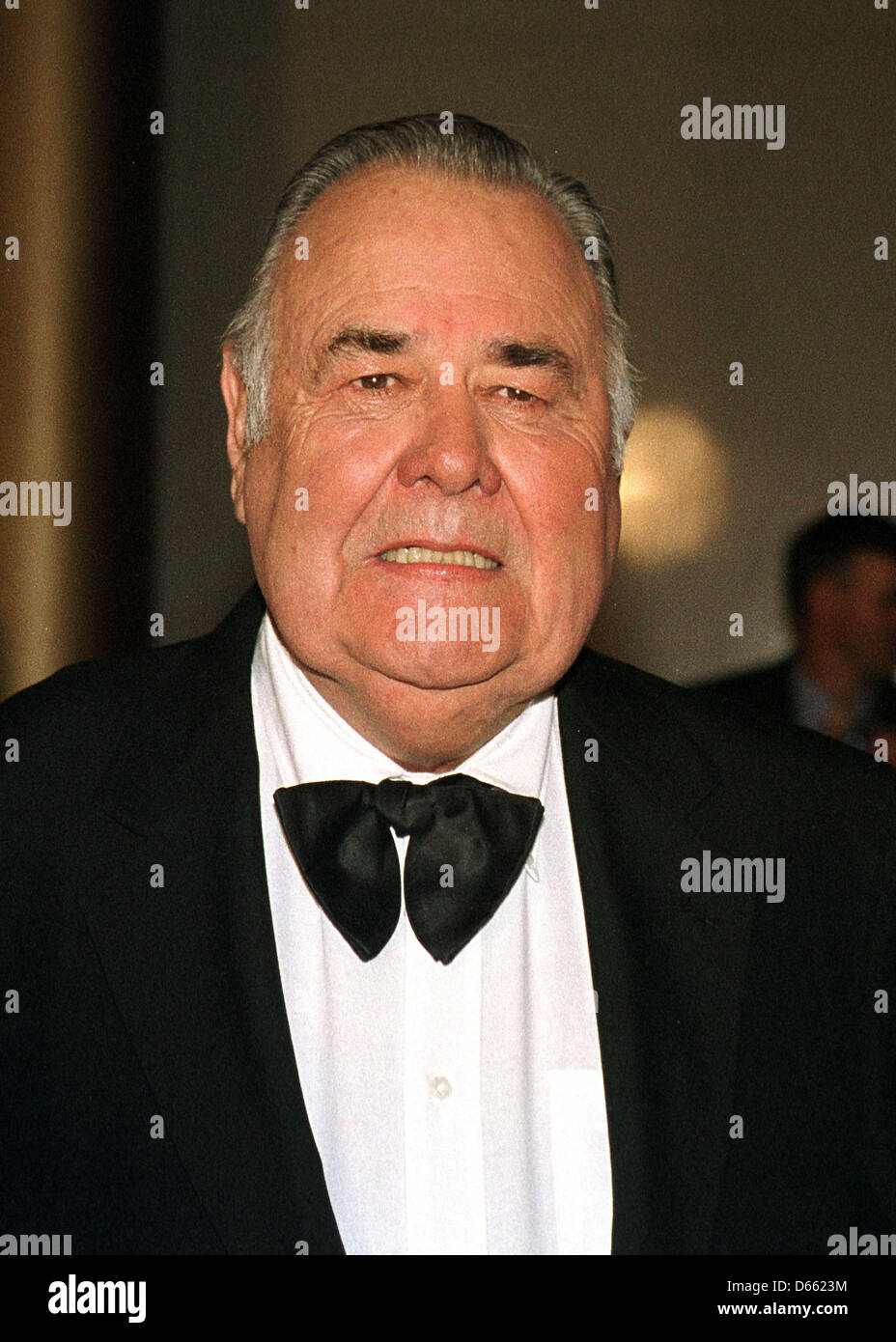 Jonathan Winters arrives at the John F. Kennedy Center for the Performing Arts in Washington, D.C. to accept the - Stock Image