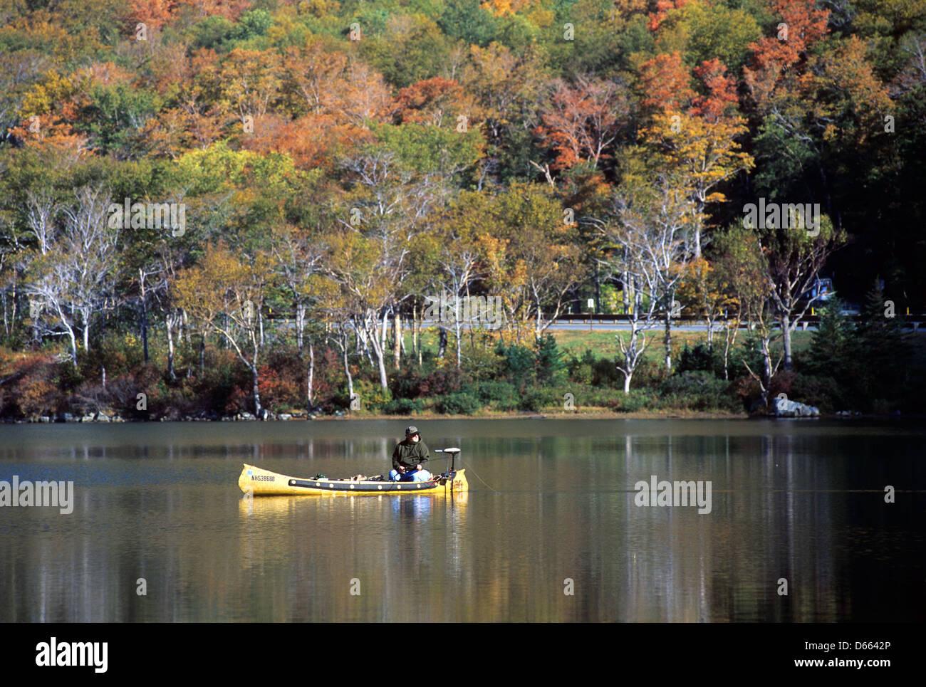 Elk281-1736 New Hampshire, White Mns, Franconia Notch, Profile Lake with canoe - Stock Image