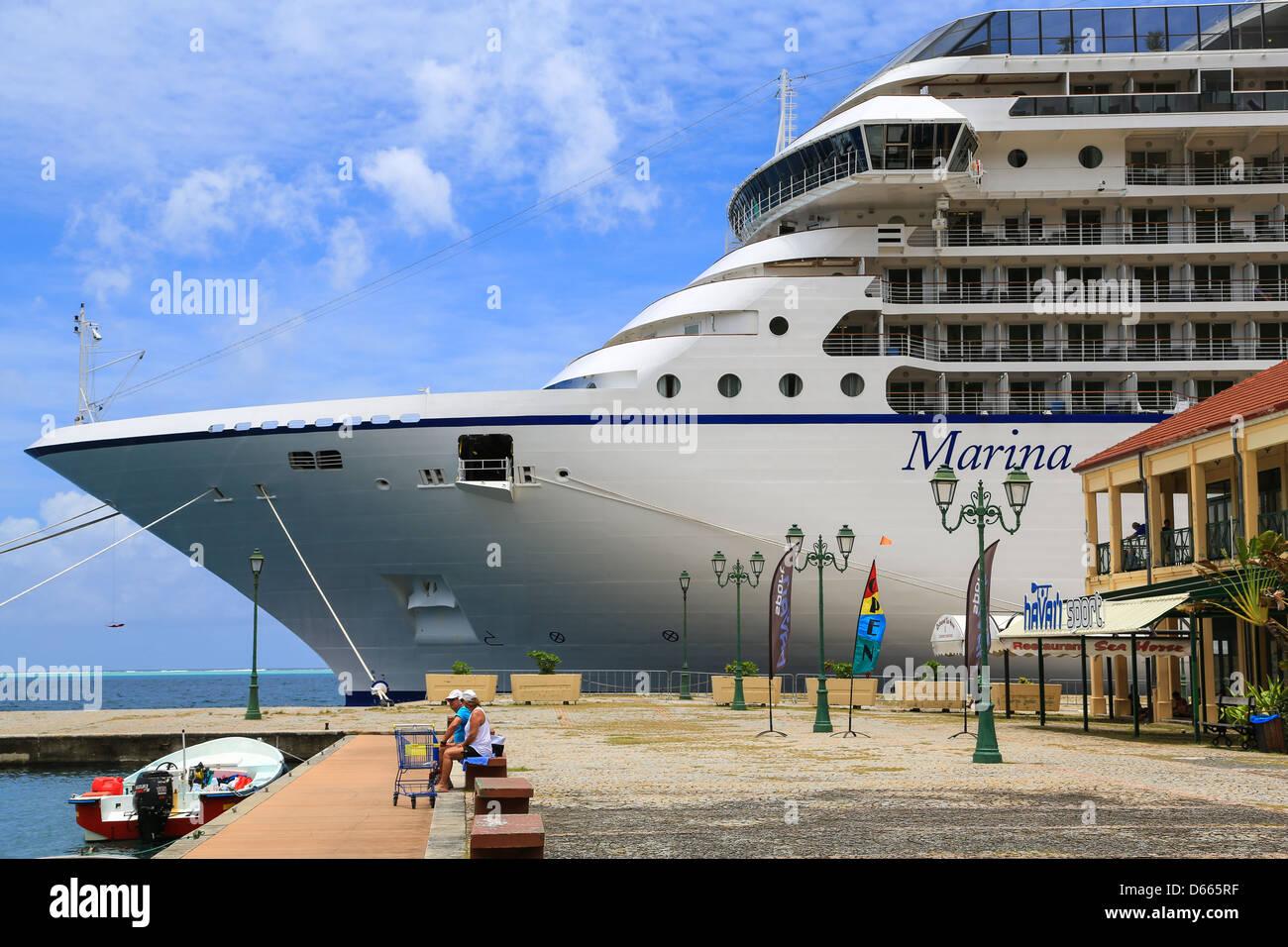 Bow view of the Oceania cruise ship Marina moored at Uturoa, Raiatea