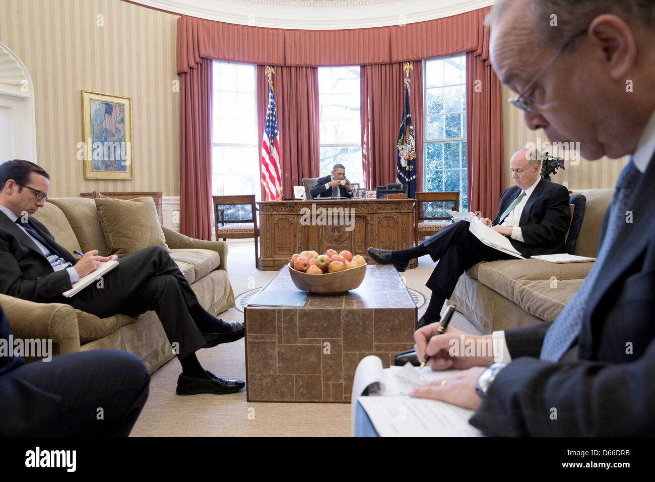 Advisors take notes as US President Barack Obama has a foreign leader phone call in the Oval Office March 14, 2013 - Stock Image