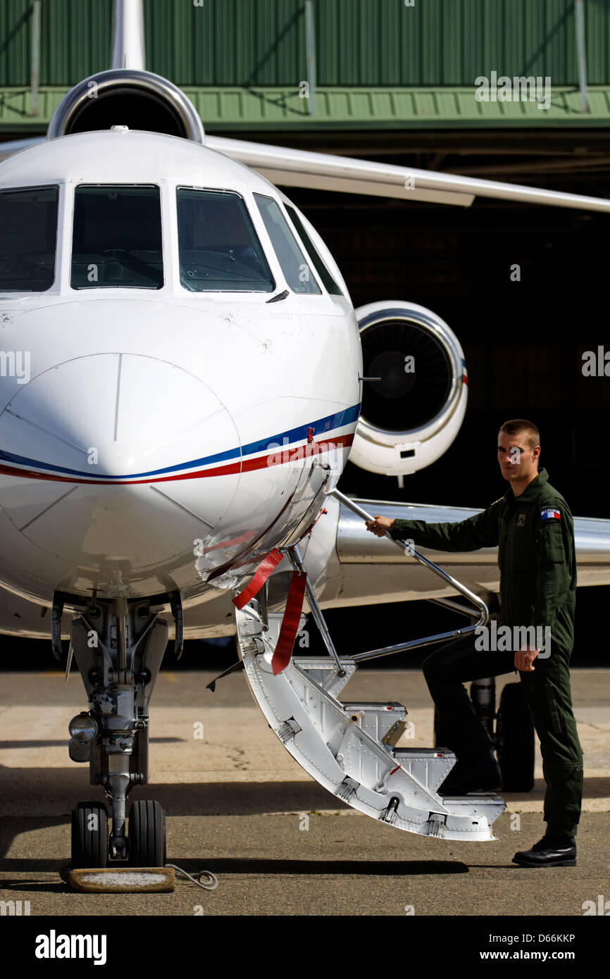 pilote boarding a dassault falcon from the french air force at stock