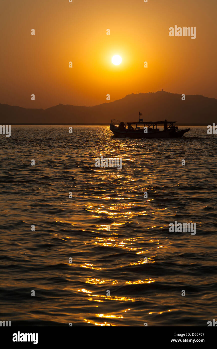 Sunset on the Irrawaddy River, Bagan, Myanmar, (Burma) Stock Photo