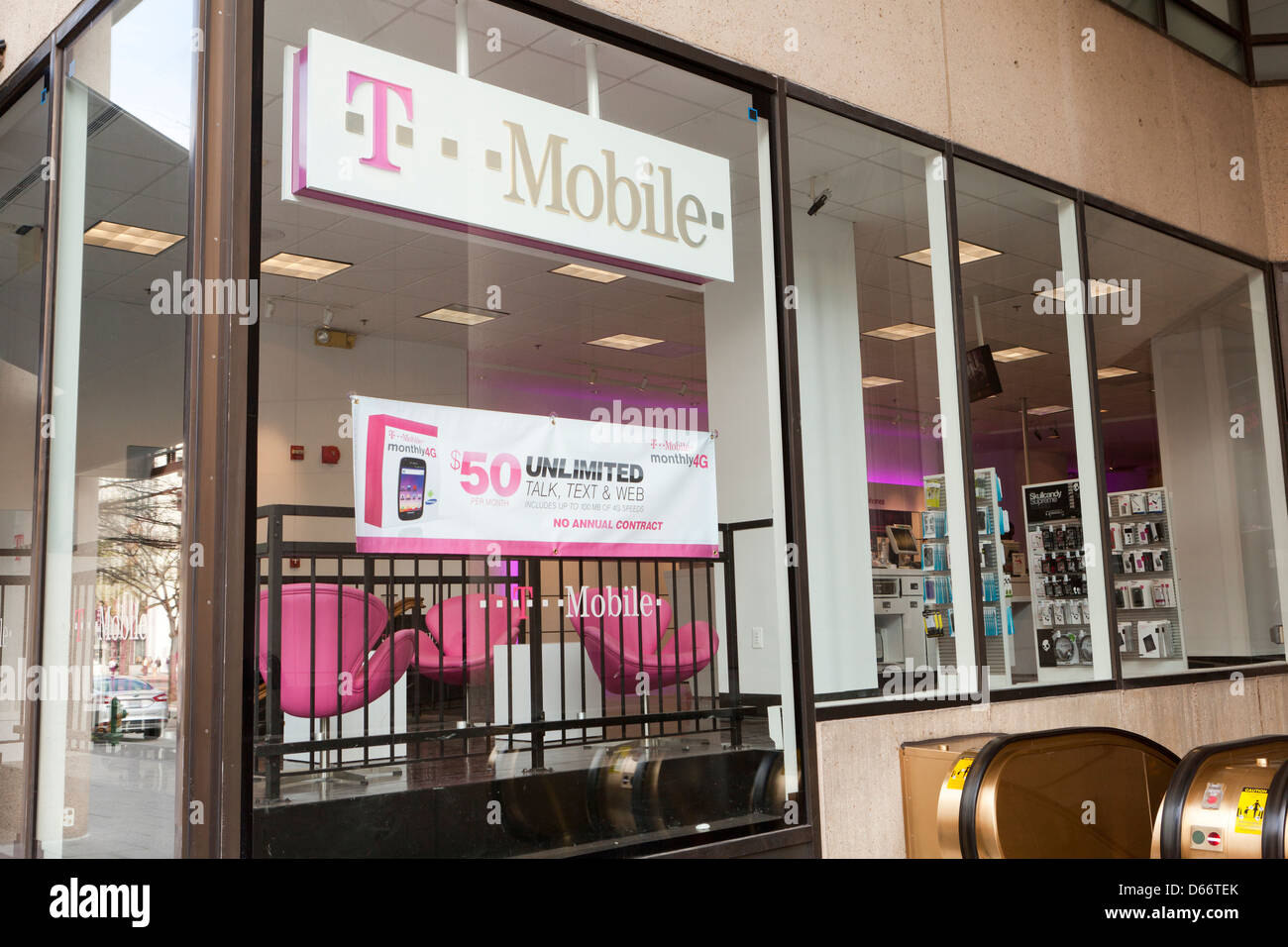 T Mobile retail store - Stock Image