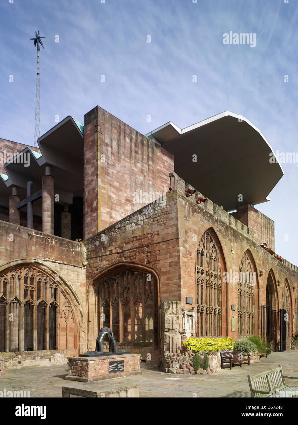 St Michael's Cathedral,Coventry, England. ruins of medieval Cathedral with roof of 1962 Cathedral by Sir Basil - Stock Image