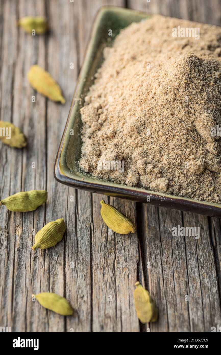 Cardamom pods and cardamom powder, close-up - Stock Image