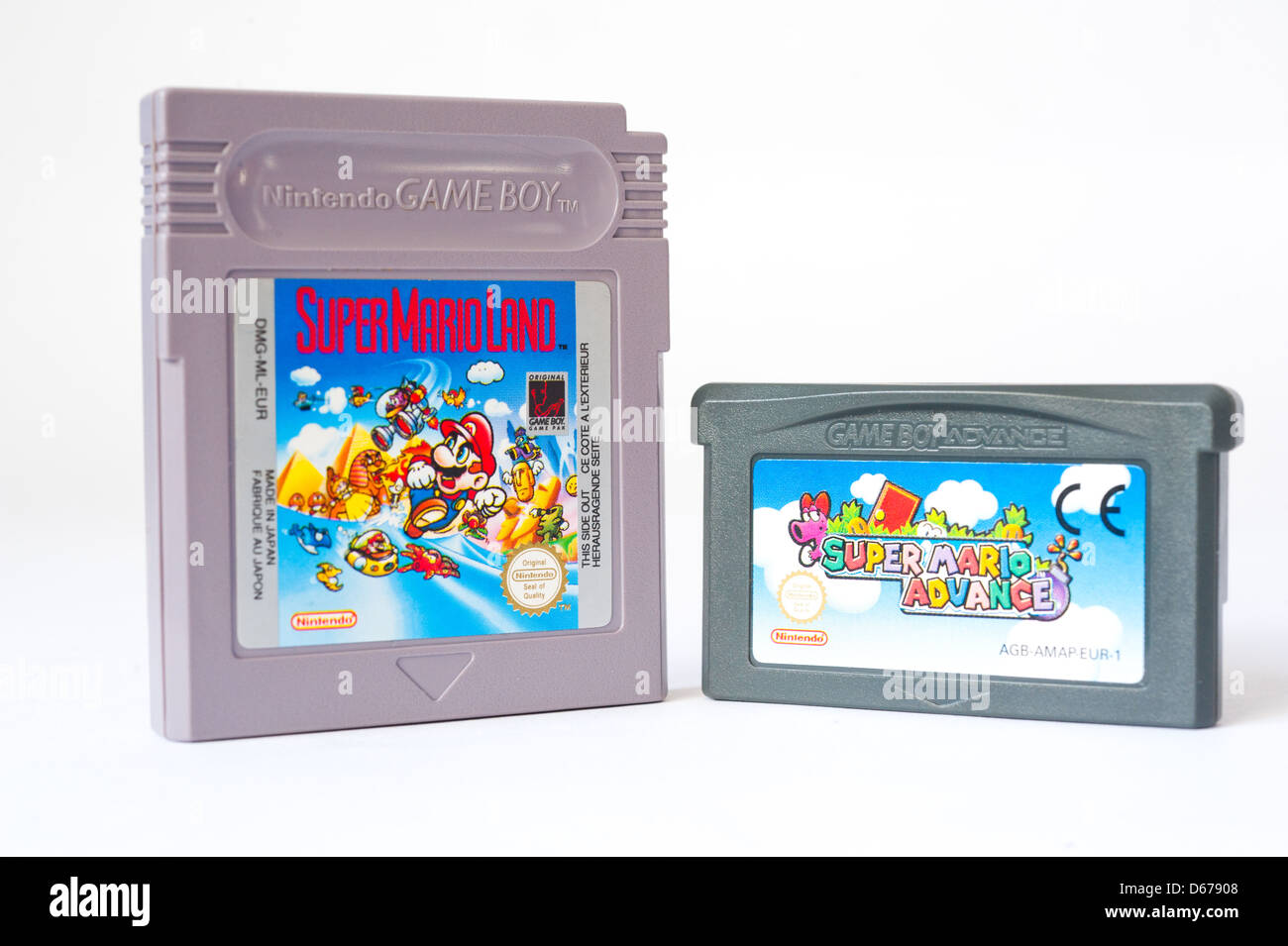 Original Nintendo Game Boy cartridge and Game Boy Advance cartridge - Stock Image
