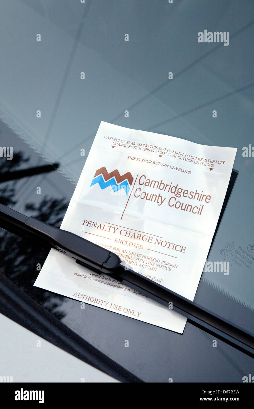 Parking ticket on a car windscreen in Cambridge, UK - Stock Image