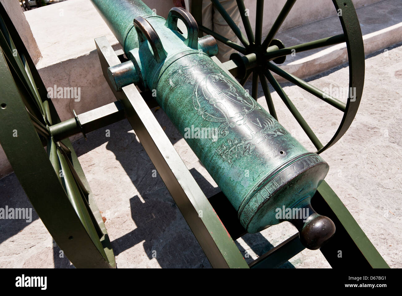 striking detail view barrel beautiful bronze cannon used in battle of Cinco de Mayo engraved with provenance Fort - Stock Image