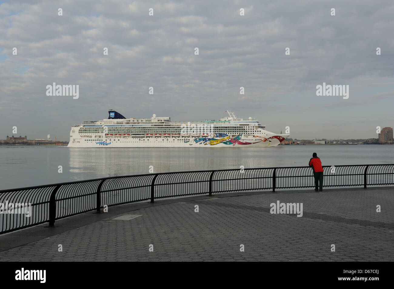 The Norwegian Jewel steaming up the Hudson River past the Battery Park City esplanade on the morning of April 14, - Stock Image