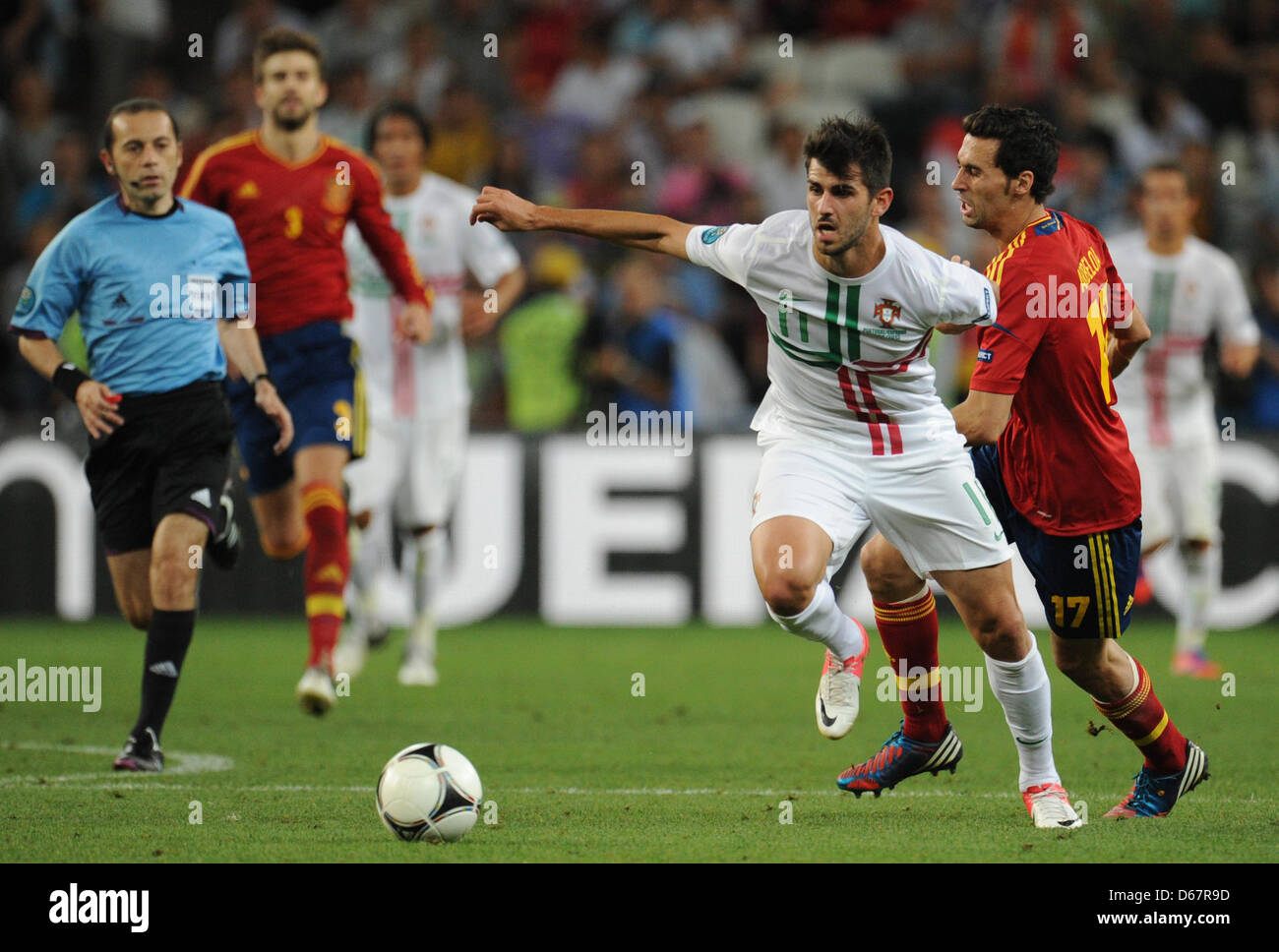 Portugal's Nelson Olivera (L) and Spain's Alvaro Arbeloa (R) vie for the ball during UEFA EURO 2012 semi - Stock Image