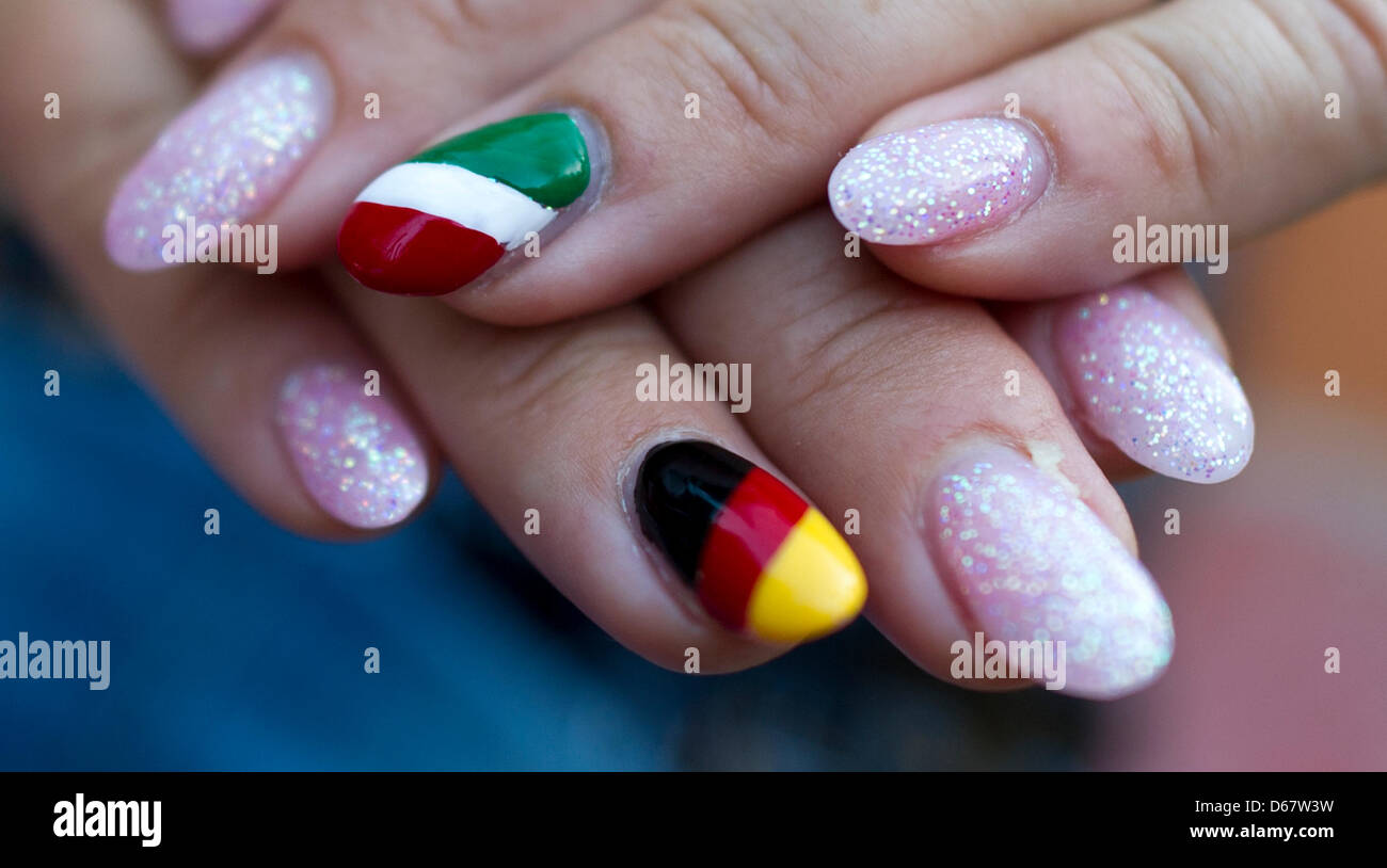 Ines from Dresden has painted her nails with the German and Italian ...