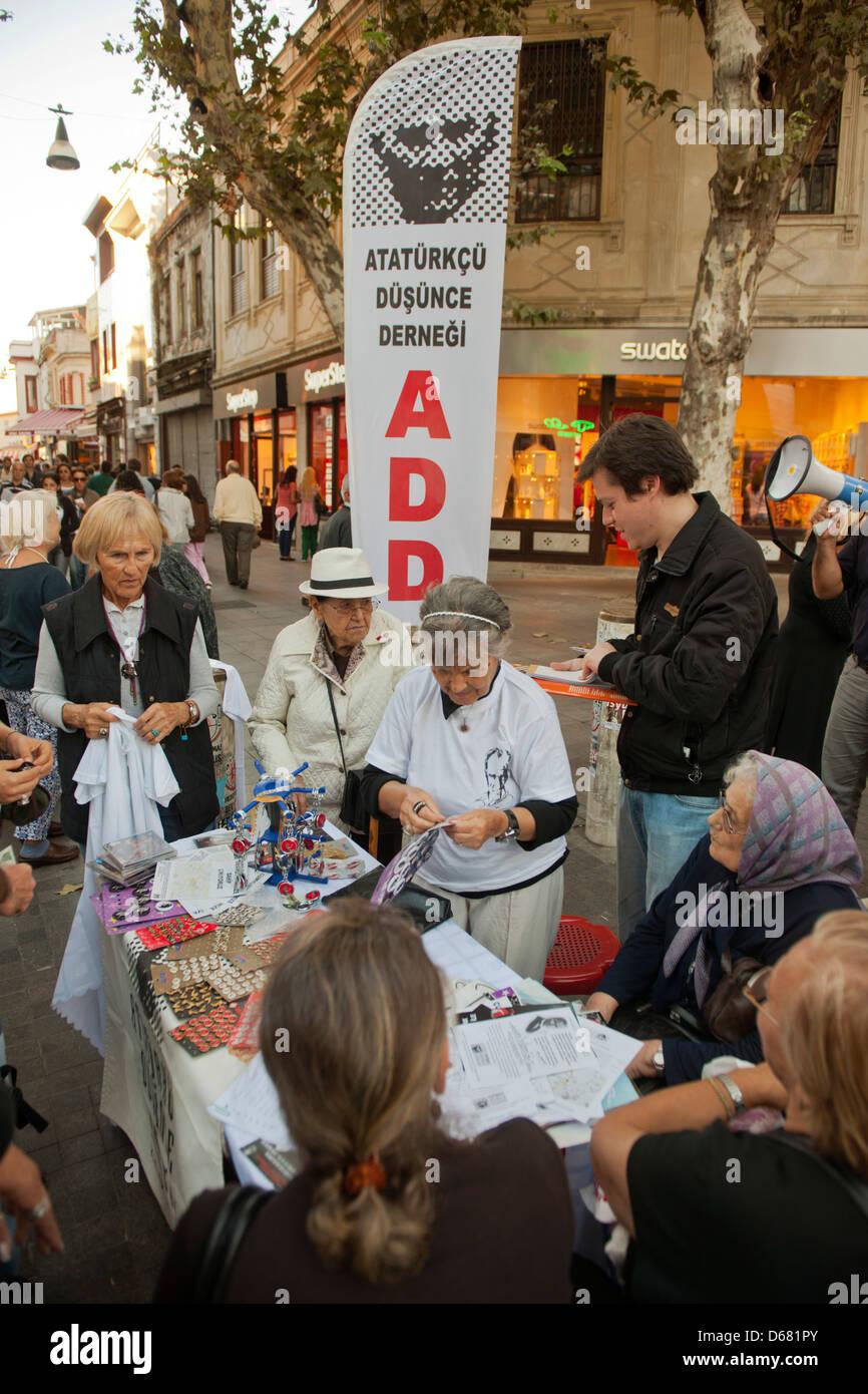 Türkei, Istanbul, Kadiköy, Kundgebung, Erinnerung an das Gedankengut Atatatürks - Stock Image