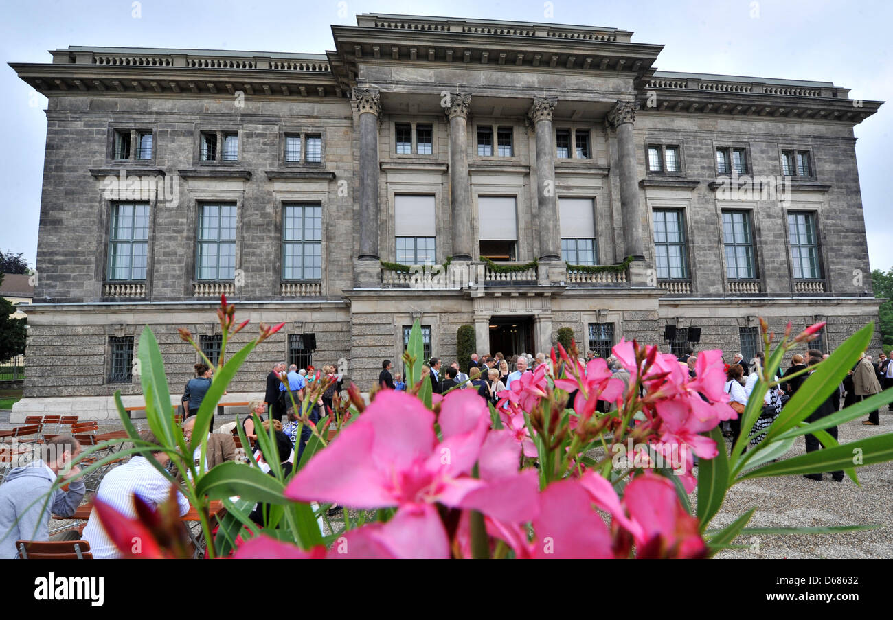 Oleanders stand in bloom in front of the Goethe and Schiller Archives in Weimar, Germany, 05 July 2012.  The building - Stock Image