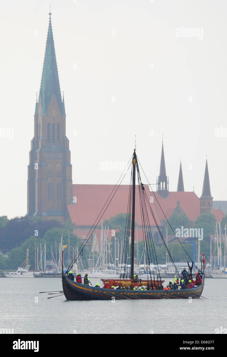 The replica Viking ship 'Havhingten' arrives in Schleswig, Germany, 13 July 2012. The approx. 30 meter long - Stock Image