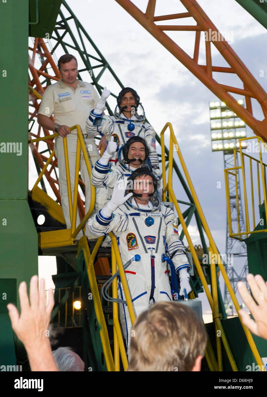 Expedition 32 Soyuz Commander Yuri Malenchenko (bottom), JAXA Flight Engineer Akihiko and NASA Flight Engineer Sunita - Stock Image