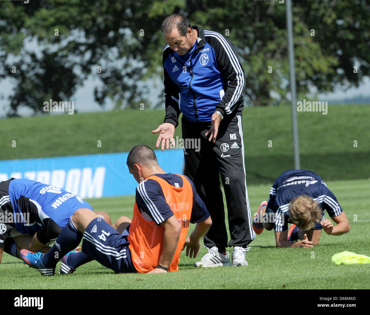 Schalke's head coach Huub Stevens (C) talks with Kyriakos Papadopoulos at the training camp of FCSchalke - Stock Image