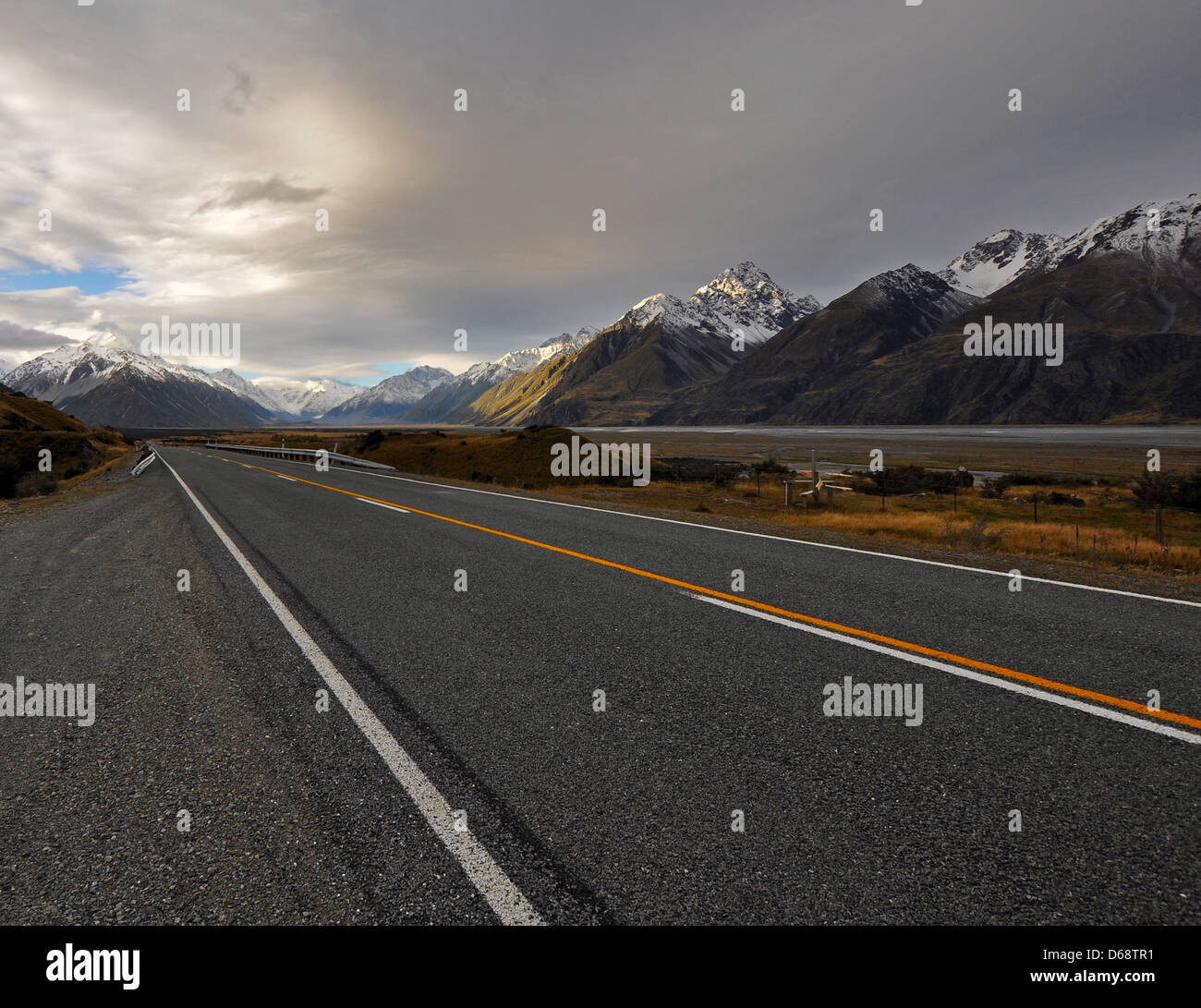 New Zealand South Island mountain and road landscape - Stock Image