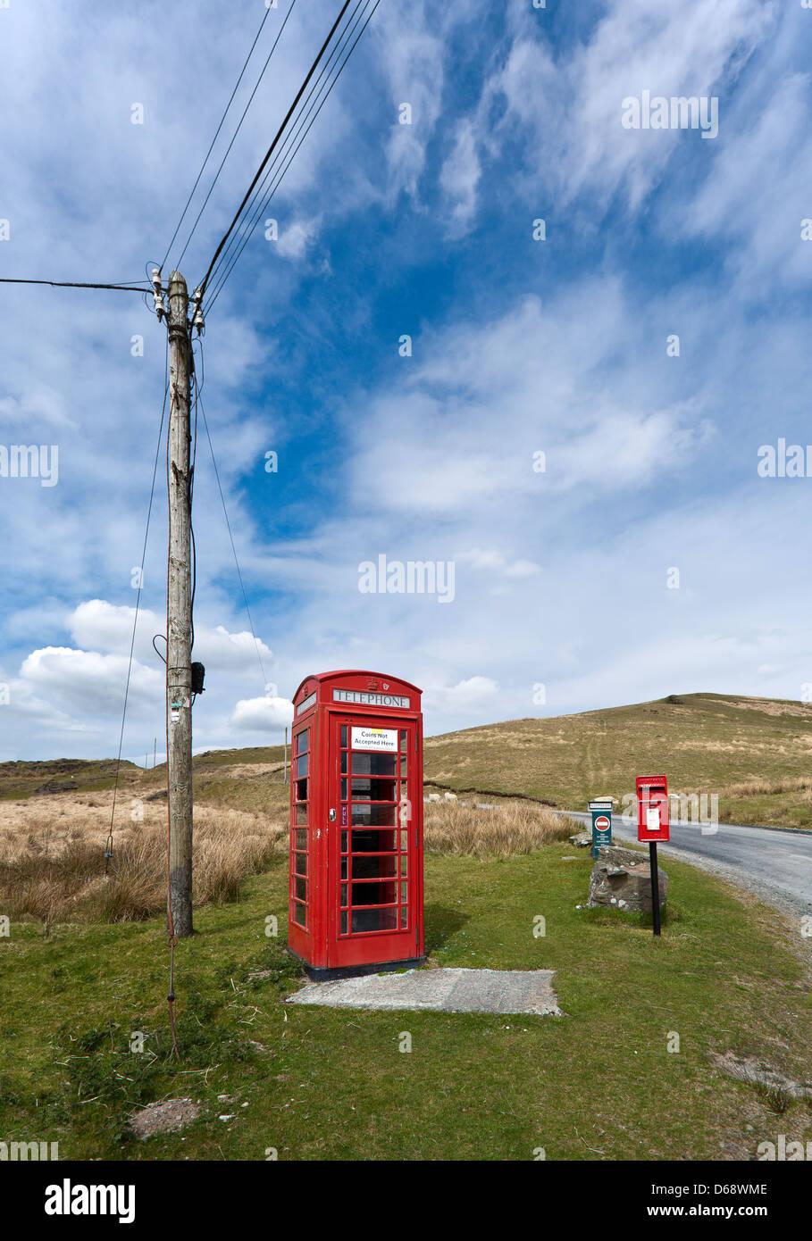 Remote vandalised K6 red telephone kiosk near Tregarron, Powys, mid Wales - Stock Image