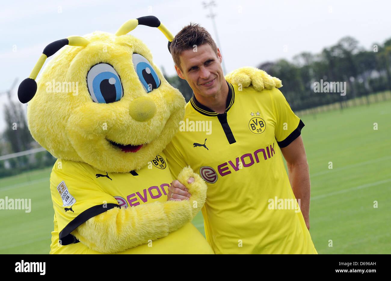 Borussia Dortmund S Sebastian Kehl And The Soccer Club S Mascot Emma Stock Photo Alamy