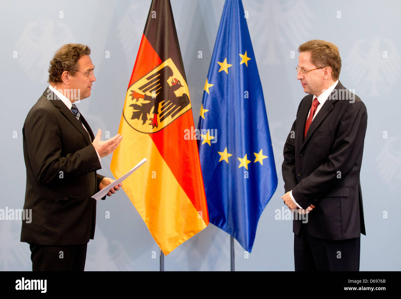 German Minister of the Interior Hans-Peter Friedrich (L, CSU) hands the new President of the Federal Office for - Stock Image