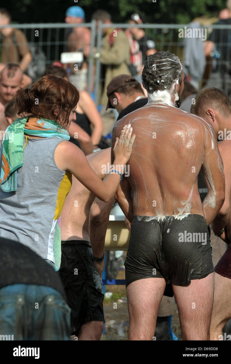 Festival visitors wash at the music festival 'Woodstock Station' in Kostrzyn, Poland, 04 August 2012. More - Stock Image