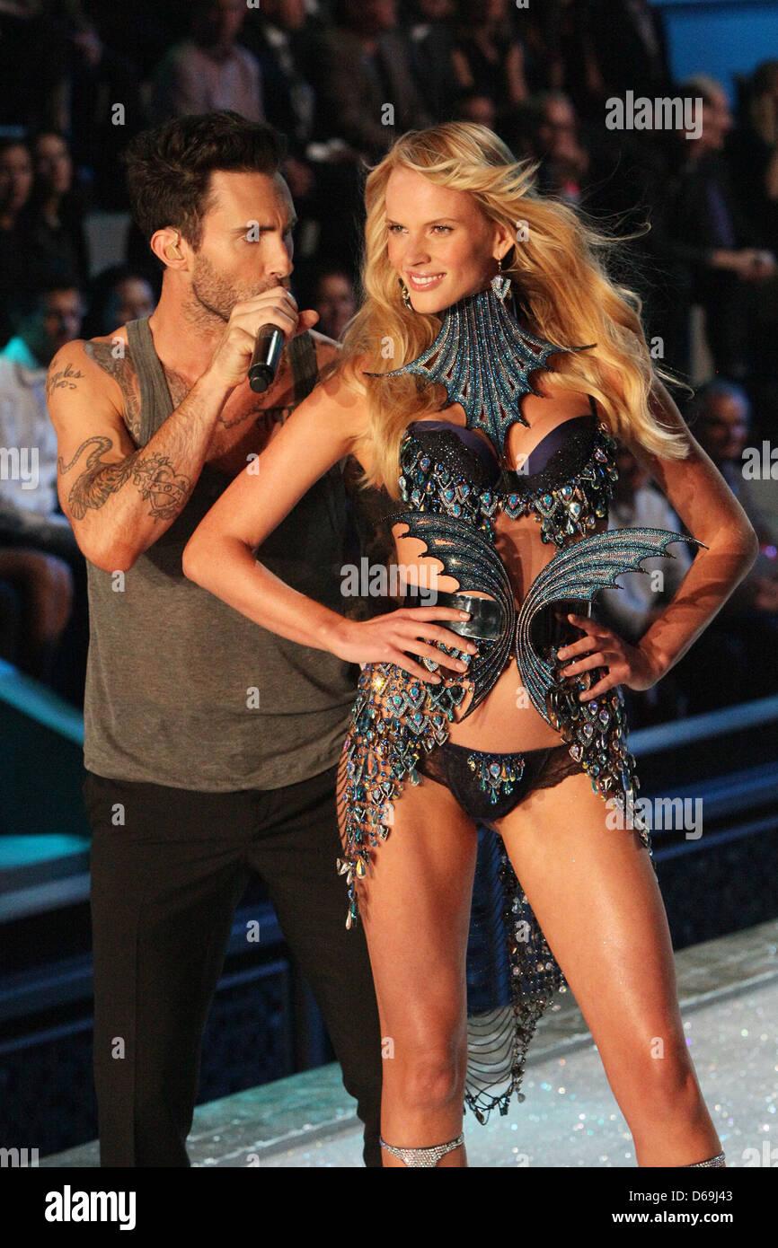 Maroon 5 secret victorias Behati Prinsloo
