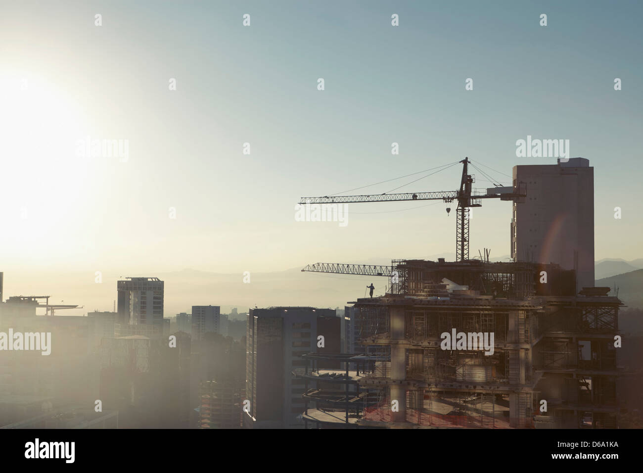 Crane and building in city center - Stock Image