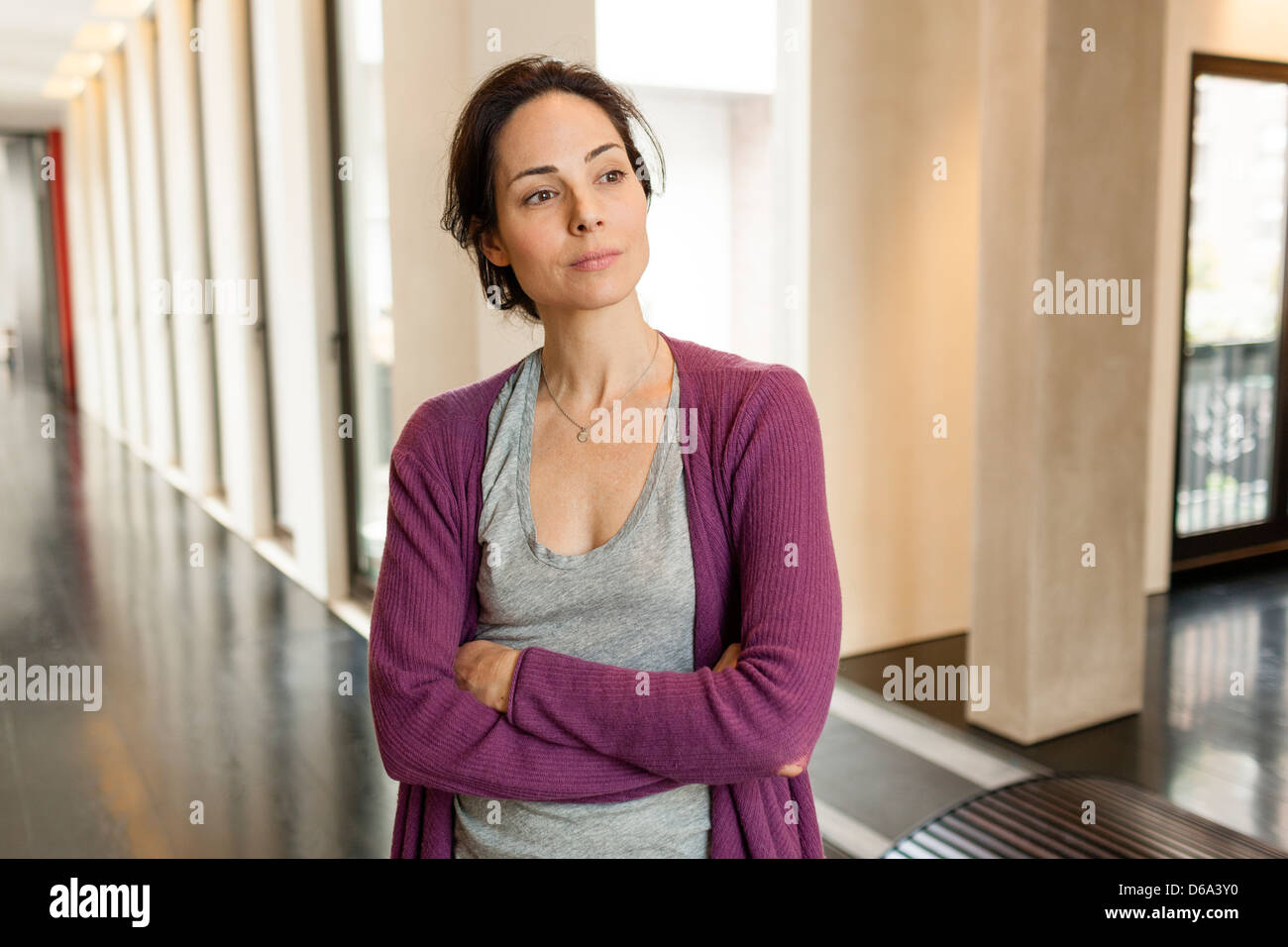 Woman standing in hallway - Stock Image