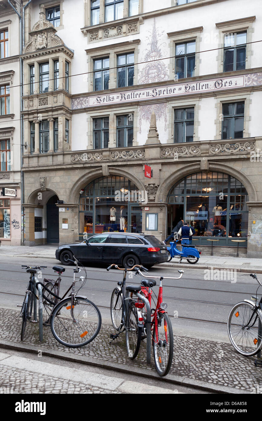 Attractive 19th century building in Weinmeisterstrasse houses 14 oz. Clothing store - Mitte, Berlin - Stock Image