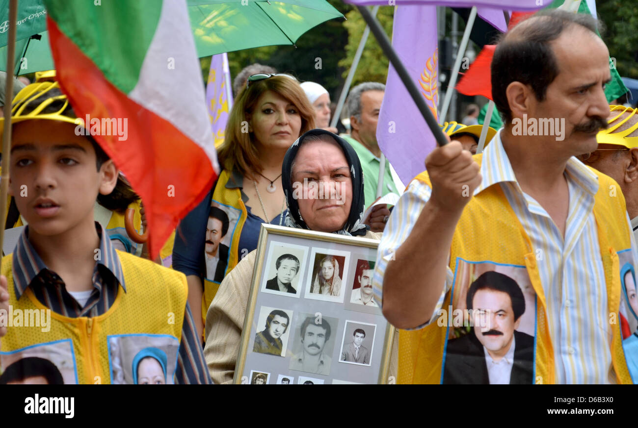 Protesters demonstrate in Berlin, Germany, 16 August 2012. The Society of Exiled Iranians (Exiliranische Gesellschaft) - Stock Image