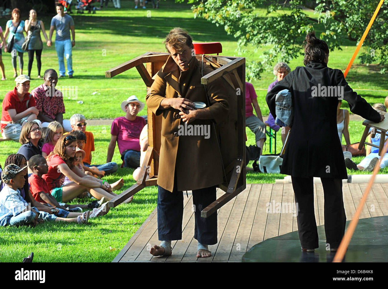 Performing duo Cecilia Colacrai and Jorge Albuere from Spain perform surrounded by spectators at the 18th international - Stock Image