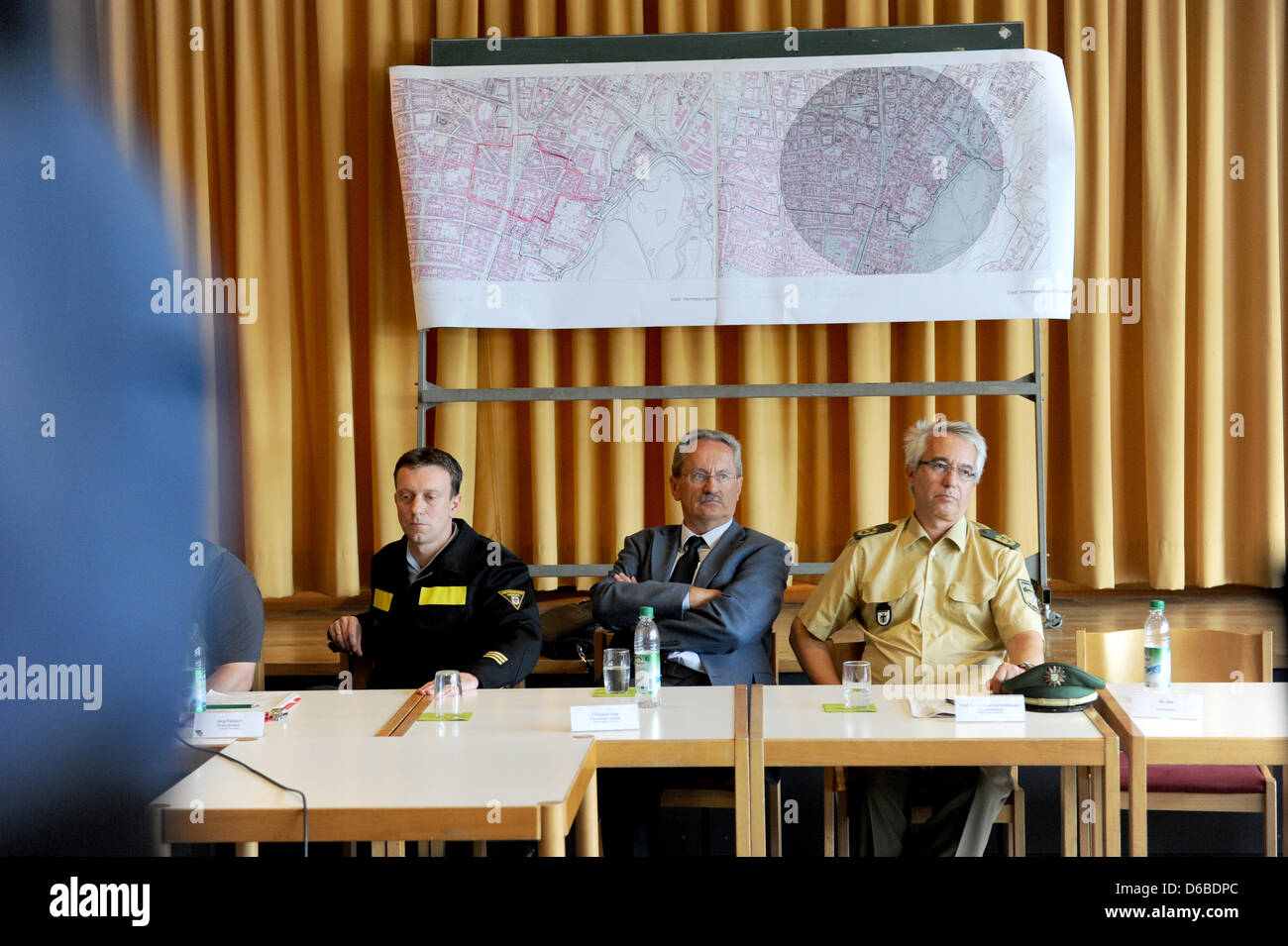 Fire Chief Joerg Fiebach (L-R), Mayor of Munich Christian Ude and Police Chief WilhelmSchmidbauer talk about - Stock Image