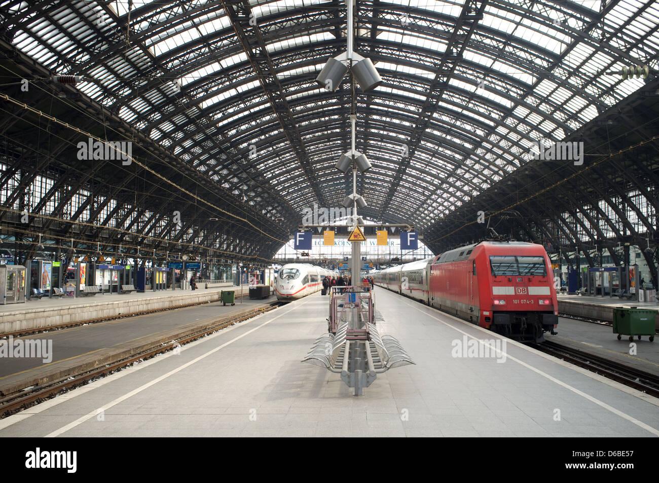 Cologne Hauptbahnhof railway station Germany - Stock Image