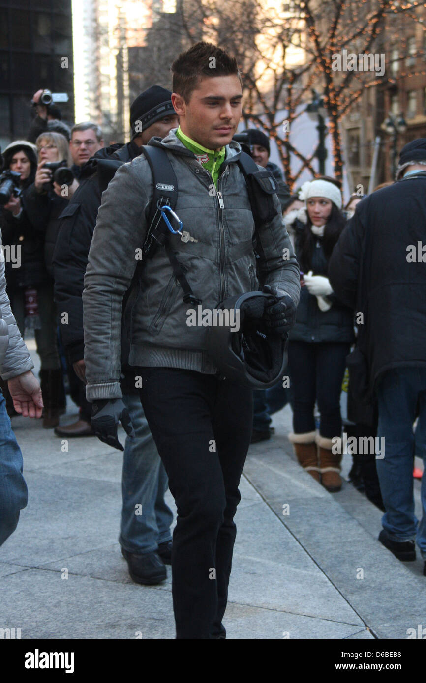 Zac Efron On The Set Of His New Film New Year S Eve New York City Stock Photo Alamy